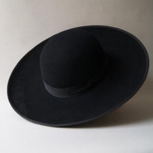 Wide-brimmed men's hat