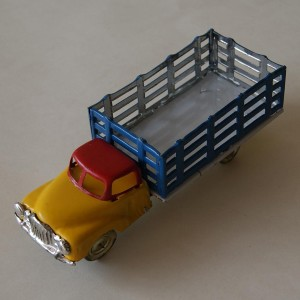 Truck made of tin - collectable and decorative item