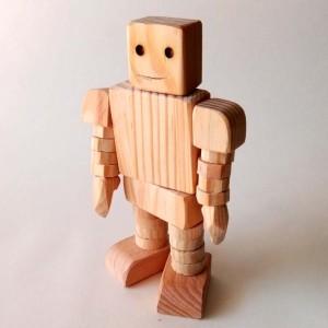 Robô de madeira articulado
