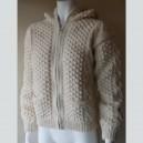 Casaco de lã branca com carapuço